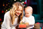 Мама с сыном в новогодней фотосессия в фотостудии в Кирове