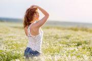 Фотосессия в цветущем ромашковом поле